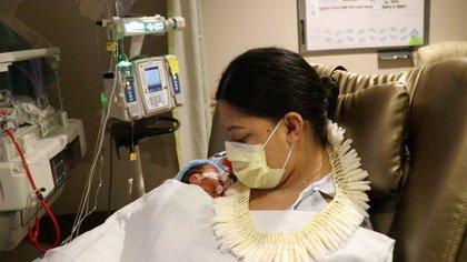 mujer dio a luz a bordo de un avión con destino a Hawai (Foto: Facebook @HawaiiPacificHealth)