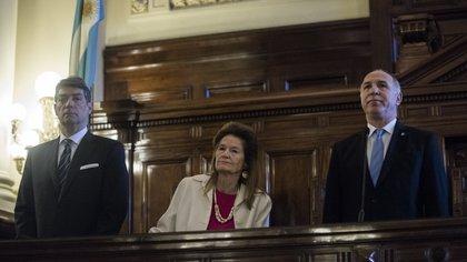 La jueza Elena Highton de Nolasco, en el medio de sus paresde la Corte Suprema Horacio Rosatti y Ricardo Lorenzetti (Adrián Escandar)