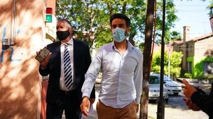 Leopoldo Luque junto a su abogado. (Franco Fafasuli)