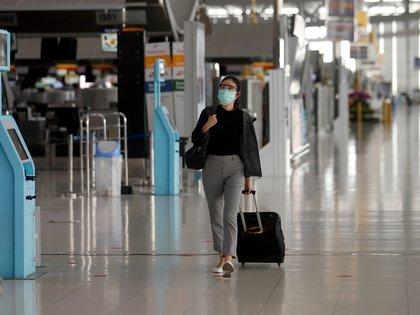 """""""Una de las cosas más importantes que pueden hacer los pasajeros para reducir el contacto en un punto de control es empacar de manera inteligente"""" (REUTERS)"""
