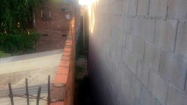 El túnel entre paredes donde se encontró el cuerpo.