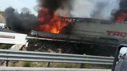 """Narco bloqueos en Celaya por operativos contra """"El Marro"""" (Foto: Captura de pantalla)"""