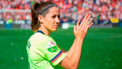 La jugadora del Barcelona Vicky Losada, una de las estrellas del fútbol femenino español, comparte portadas con algunas de las figuras masculinas pero gana infinitamente menos dinero que ellos.