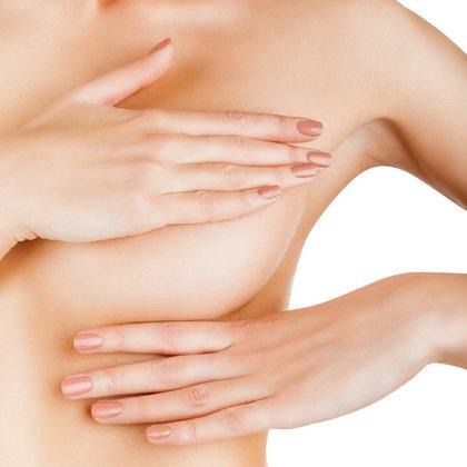 Resulta fundamental realizar la auto exploración rutinaria de los senos