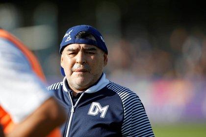 El director técnico de Gimnasia y Esgrima, Diego Maradona (c). EFE/ Demian Alday Estévez/Archivo