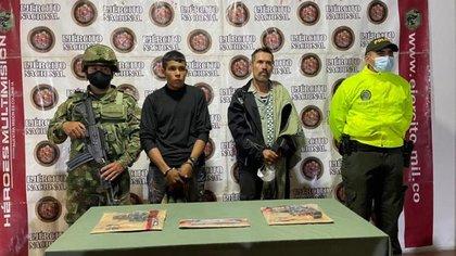Alias 'Barbas', jefe de seguridad del cabecilla del frente disidente Ismael Ruiz, fue capturado junto a un menor que había sido reclutado en meses anteriores Crédito Ejército de Colombia
