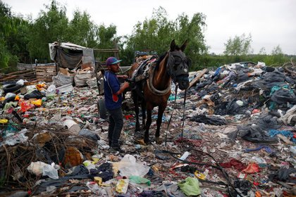 Según el Indec, la pobreza en la Argentina llegó al 42%