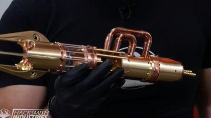 En la base del sable de luz están los controles que activan y desactivan las válvulas capaces de crear el rayo plasma luminoso.