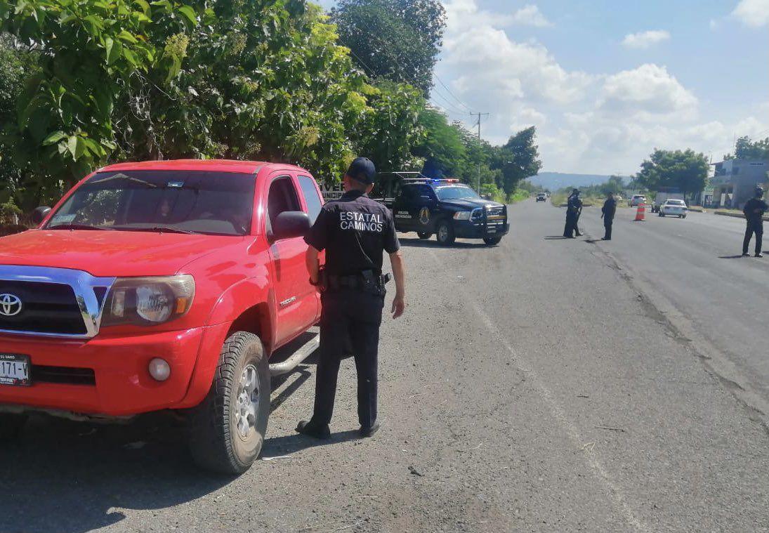 Puesto de control Apatzingán - Aguililla (Foto: Twitter@MICHOACANSSP)