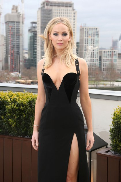 Jennifer Lawrence desmintió los rumores que la vinculaban con Brad Pitt (AP)