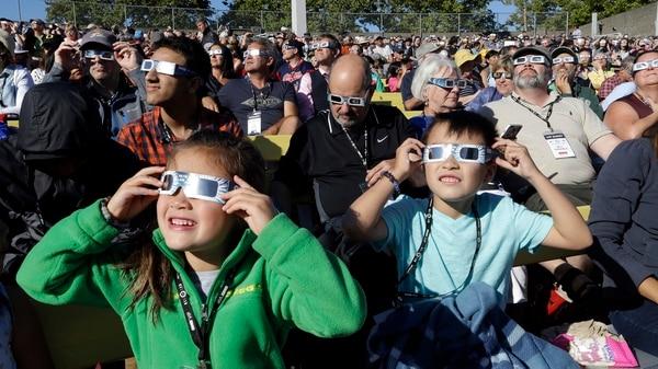 Adiferencia de otros fenómenos de este tipo, esta vez no será necesario proteger la vista para observar el eclipse(AP Photo/Don Ryan)