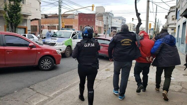 Uno de los policías detenidos en Avellaneda.