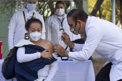 Le pays a déjà reçu le premier des envois pour vaccination de masse à l'aéroport international de Mexico avec 439 729 doses.  (Photo: Cuartoscuro)