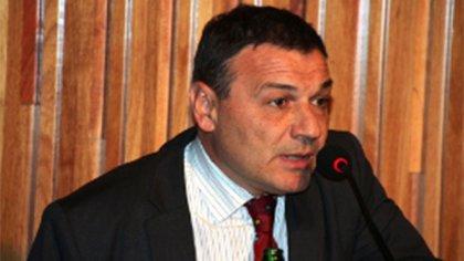 Gustavo Fuertes es abogado y escribano y se desempeña como asesor jurídico en la Secretaría de Coordinación Administrativa de la Jefatura de Gabinete