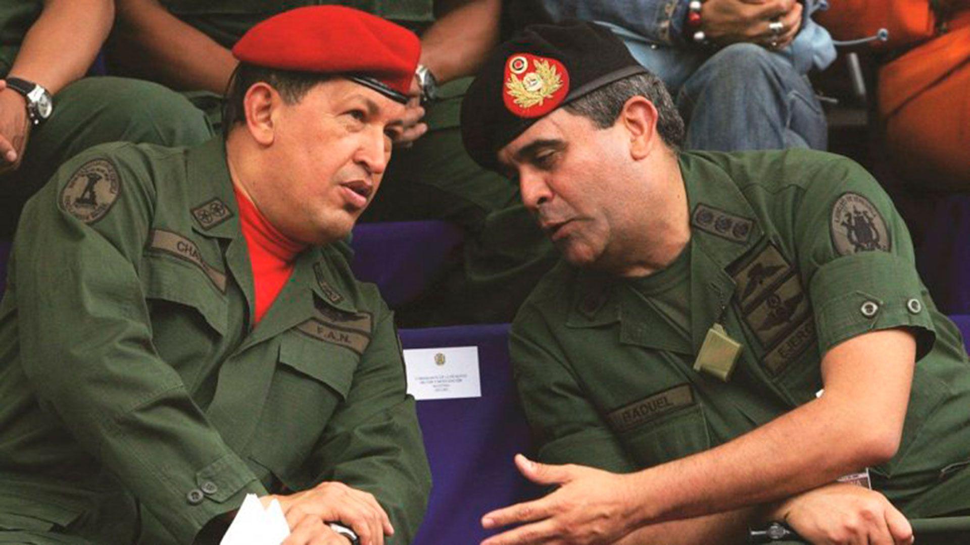 Baduel, uno de los ministros más cercanos a Chávez, que pegó el precio de criticar al Comandante