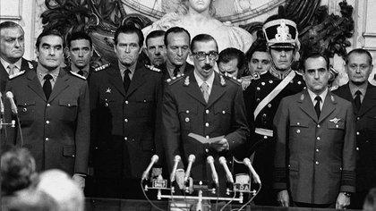 La Junta Militar que tomó el poder a través de un Golpe de Estado el 24 de marzo de 1976 tras el derrocamiento del gobierno de Isabel Martínez de Perón
