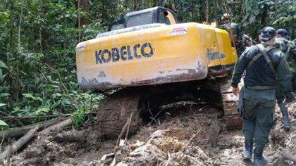 La minería ilegal es una de las actividades criminales que busca controlar el ELN en Chocó y Bolívar.
