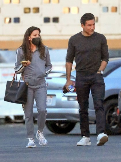 Eva Longoria and Mario Lopez Meet had a business meeting in West Hollywood, California. So far no details of the project that the actors who have been friends for many years have been working on