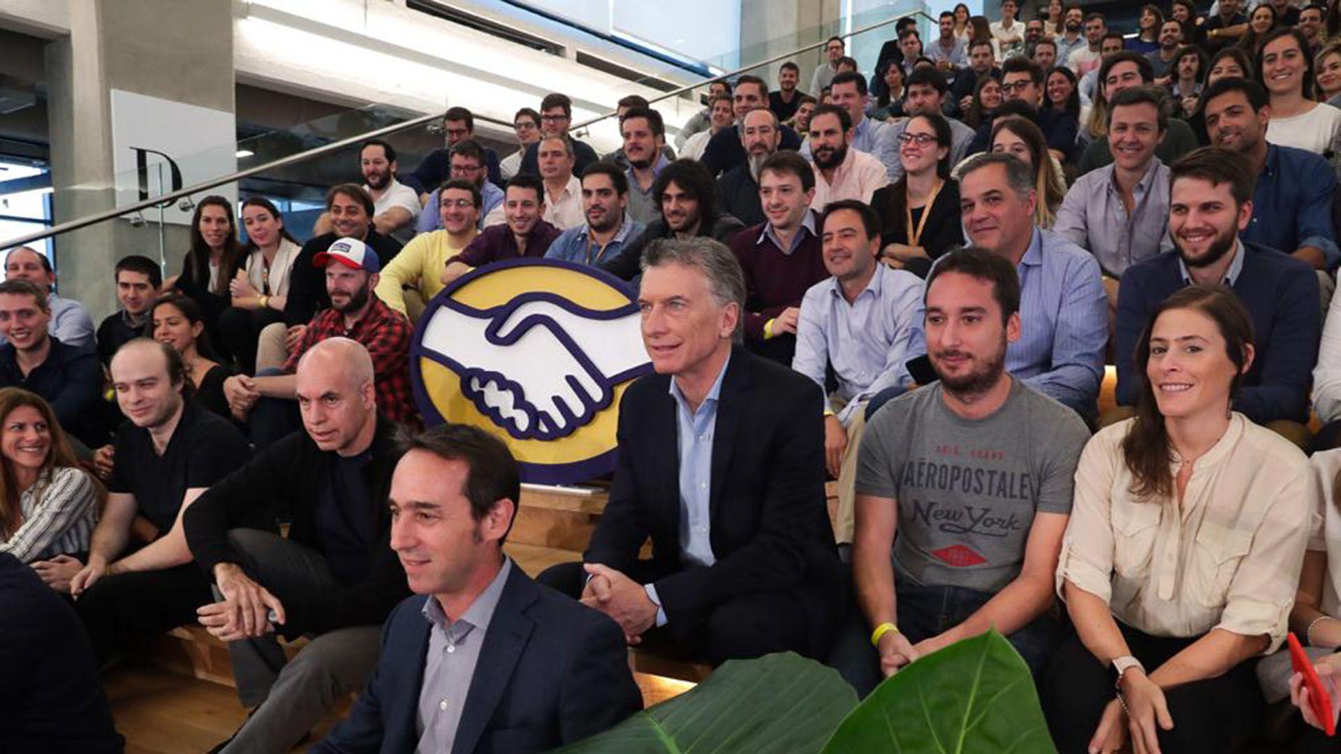 Macri empezó su semana recorriendo la nueva planta del unicornio argentino que tiene 40 millones de usuarios en la región