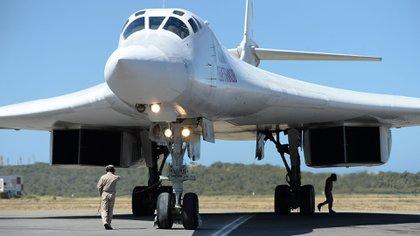 El Tu-160 es el avión militar más grande de la historia (AFP)
