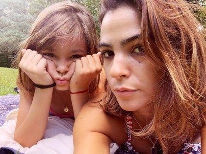 Agustina Cherri junto a su hija, Muna