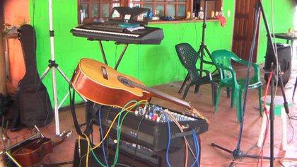 En la finca donde fue abatido Juan de Dios Úsuga, alias Geovanny, se encontraron 93 personas que celebraban el fin de año con un conjunto de vallenato. (Colprensa – Policía Nacional)