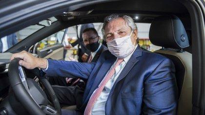 El Presidente visitó una autopartista nacional que fabricará piezas para el nuevo modelo Volkswagen Taos