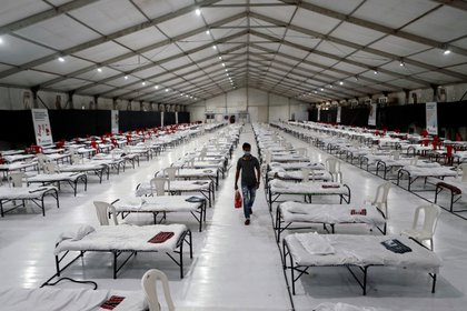 Un hospital de emergencia en India: elevar el número de camas es vital para estar preparados y enfrentar una gran cantidad de contagios (REUTERS/Francis Mascarenhas)
