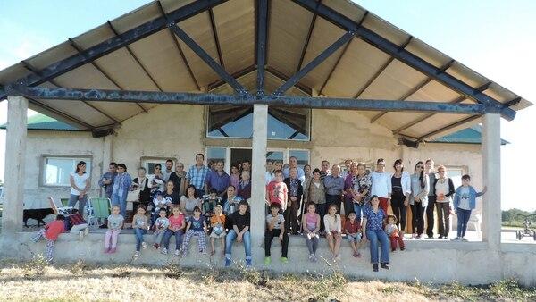 La construcción entre miembros de la comunidad del primer Centro Integral de Rehabilitación para chicos con diferentes discapacidades (Facebook CIANE)
