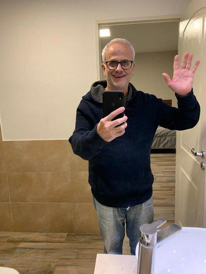 El Dr. Boskis, demacrado pero feliz.  Dejó el Sanatorio Otamendi con 4 kilos menos en apenas unos días