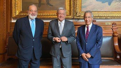 AMLO Miguel Rincón y Carlos Slim (Foto: Twitter@lopezobrador_)