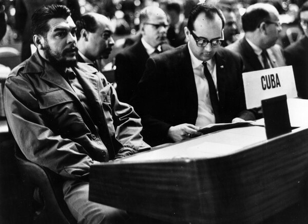 28th August 1965: Argentine Communist revolutionary leader Che Guevara (1928 – 1967) (left) attending a United Nations Trade Conference at the Palace des Nations, Geneva. (Photo by Keystone/Getty Images)