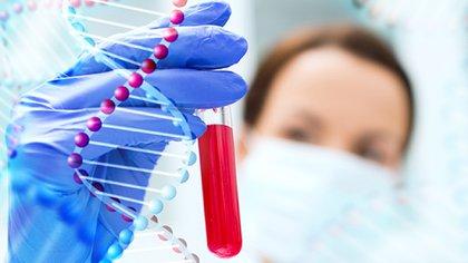 Este tipo de análisis de sangre se conocen como biopsias líquidas, y ya existen algunas para tipos concretos de cáncer