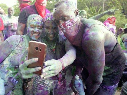 Bolt se sacó foto con las mujeres y también subió videos en las redes sociales (The Grosby Group)
