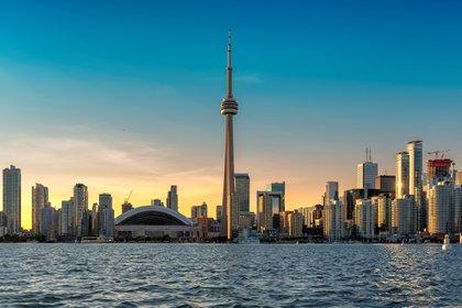 Toronto es una ciudad llena de vecindarios. Uno de sus principales centros de atracciones es el CN Tower, una torre con vistas de 360 grados de toda la ciudad