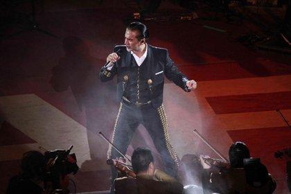Alejandro Fernández es una de las grandes estrellas de la noche (FOTO: MARCELO PALACIOS /CUARTOSCURO)