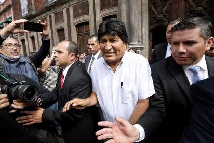 El ex presidente de Bolivia, Evo Morales, es custodiado por elementos del extinto Estado Mayor Presidencial durante su estancia en México (Foto: Reuters/Luis Cortes