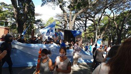 Aceituna. Tensiones y protestas a la entrada del Palacio Presidencial