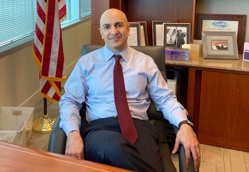 FOTO DE ARCHIVO: El presidente del Banco de la Reserva Federal de Minneapolis, Neel Kashkari, posa durante una entrevista con Reuters celebrada en la sede del banco en Minneapolis, estado de Minnesota, Estados Unidos, el 10 de enero de 2020. REUTERS/ Ann Saphir