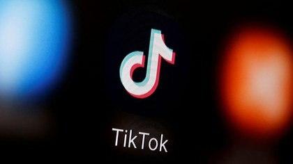 FOTO DE ARCHIVO: El logo de TikTok en un smartphone en esta ilustración tomada el 6 de enero de 2020. REUTERS/Dado Ruvic/Ilustración/Foto de archivo