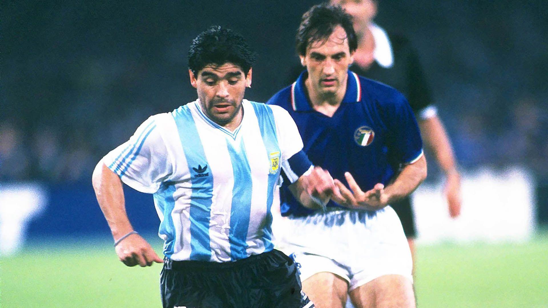 Argentina-Italia, en el Mundial del 90. El pantalón negro, liso, igual que en México Mandatory Credit: Action Images