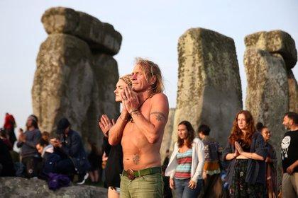 Cada año Stonehenge recibe a cientos de turistas para ver el solsticio (Reuters)