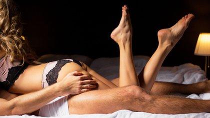 El deseo sexual y la genitalidad son dos conceptos que hay que distinguir. Las parejas pueden mantener relaciones sexuales todos los días sin involucrar la genitalidad (Shutterstock)
