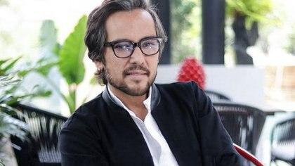 En redes sociales tundieron de nuevo a Genaro Lozano por arremeter contra  supermercado