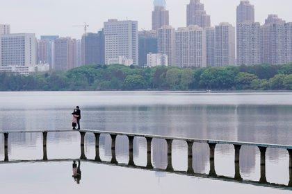 El epicentro de la pandemia por COVID-19  permitió conocer una ciudad pujante pero de la que el mundo poco sabía: la ciudad de Wuhan, una megalópolis industrial situada en el centro de China y capital de la provincia de Hubei, con 11 millones de habitantes. (PH REUTERS/Aly Song)