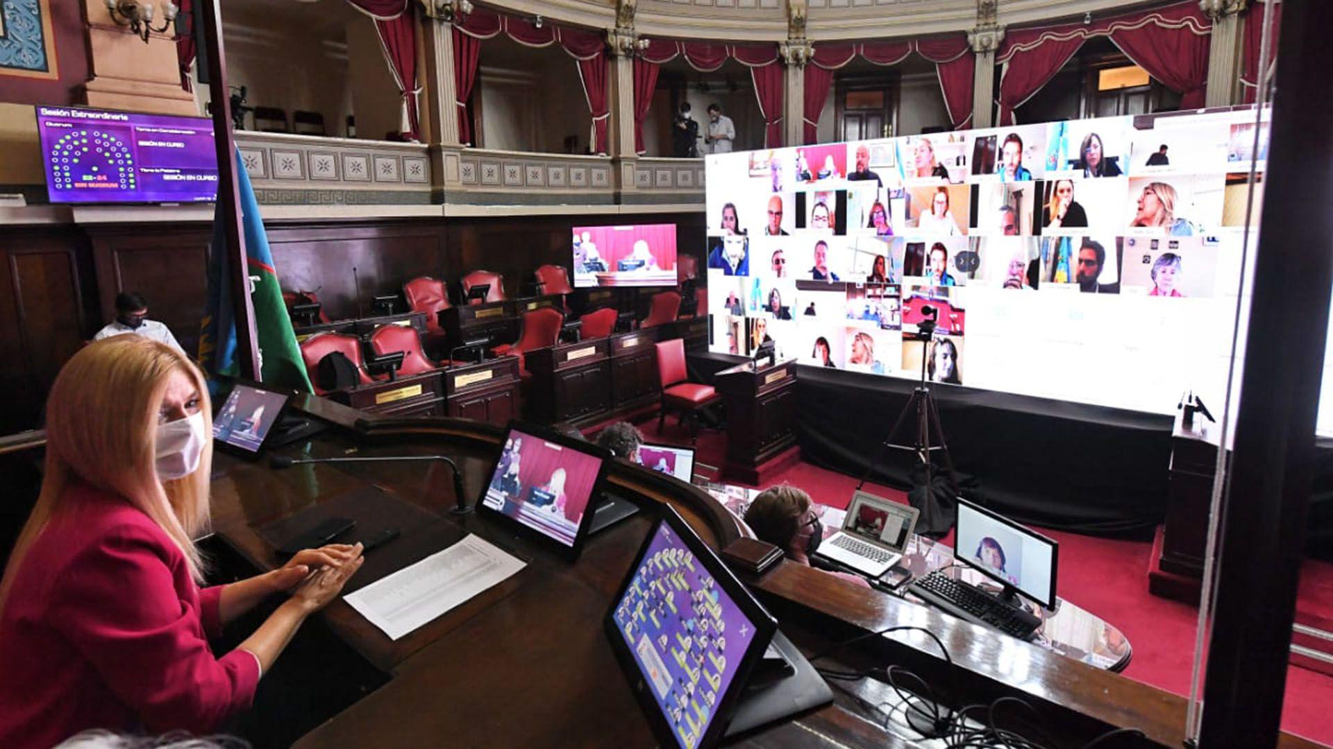 Verónica Magario encabezó la sesión de prueba en la Cámara de Senadores
