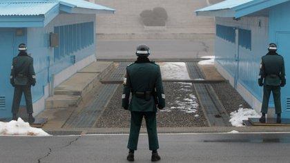 La reunión tuvo lugar en la frontera militarizada entre ambas Coreas (Getty)