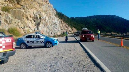 Control en el ingreso a San Martín de los Andes, provincia de Neuquén (@CarlosSaloniti)