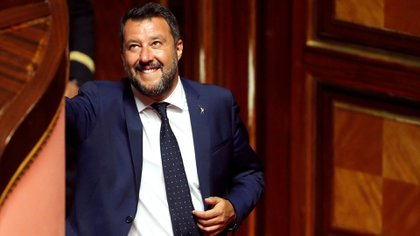 Salvini sonríe mientras el Gobierno de Italia se enfrenta al voto de confianza del Senado sobre el decreto de seguridad e inmigración (Reuter/ Remo Casilli – RC1DC8615210/ File Photo)