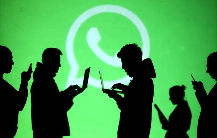 WhatsApp permite hacer videollamadas de hasta 4 personas (REUTERS/Dado Ruvic/Ilustración/Archivo)